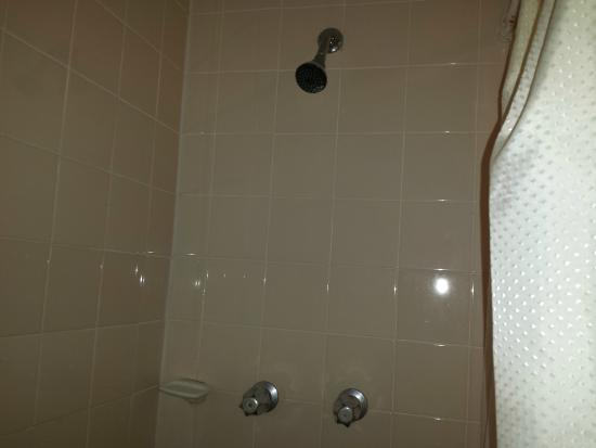 Hotel Calafia: the shower