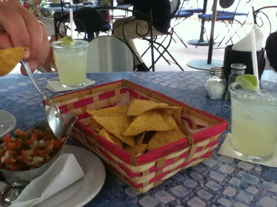 Frida's Restaurant Bar: Free chips and salsa and 2 for 1 drinks.