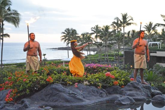 Grand Hyatt Kauai Luau Sunset torch-lighting ceremony & Sunset torch-lighting ceremony - Picture of Grand Hyatt Kauai Luau ...