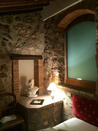 Il Borgo di Sempronio: camera matrimoniale dell'appartamento