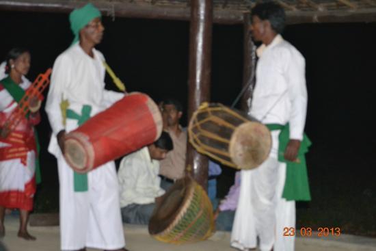 Green Lagoon Hotel & Resort: Local tribal dance at resort