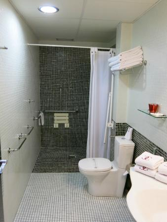 Hotel Carlos V : Nice bathroom