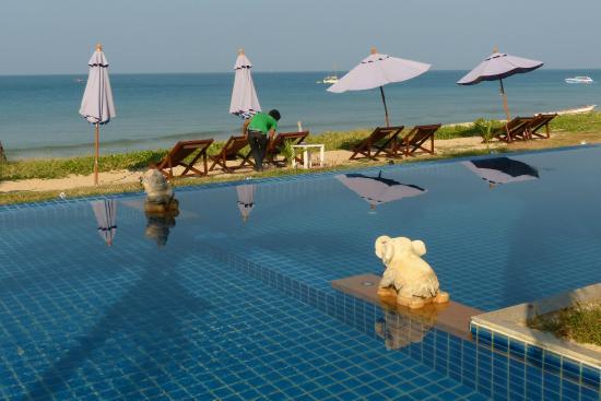 Anda Lay Boutique Resort : piscina e spiaggia