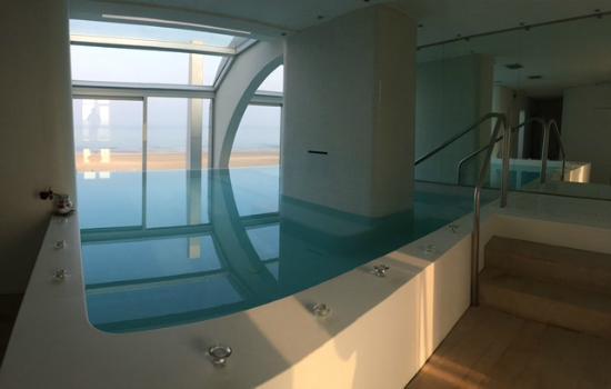 Piscina della spa con vari idromassaggio - Picture of i-SUITE ...