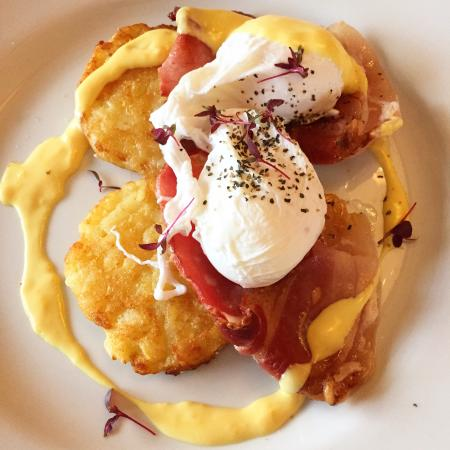 Redcliffe Hotel: Perfectly cooked Eggs Benedict three days in a row!