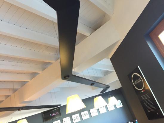 Caffe' Vergnano 1882: Bel design caffe' Vergnano a San Sicario