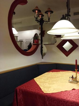 inneneinrichtung picture of indisches restaurant devi. Black Bedroom Furniture Sets. Home Design Ideas