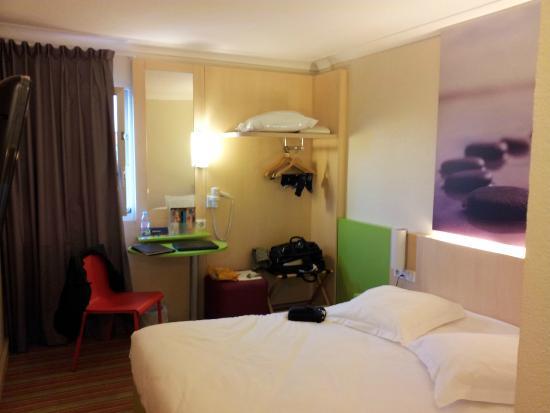 Ibis Roissy CDG Paris Nord 2 : Colorful room