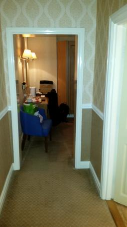 Golden Lion Hotel: hallway in the room