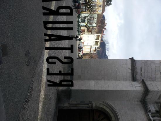 Le Vieux Sonneur: Place de l'Horloge