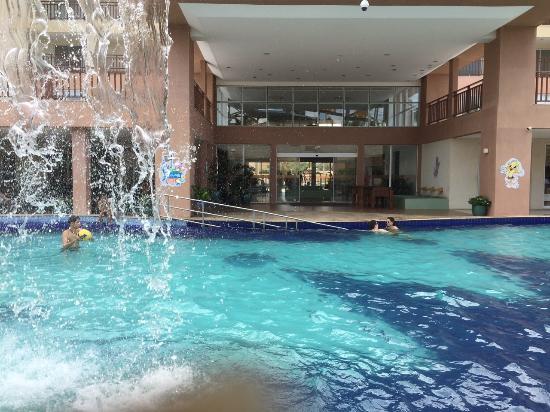 Piscina em frente a entrada principal picture of for Entrada piscina