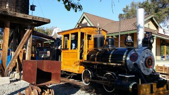 Old Poway Park: Poway Train