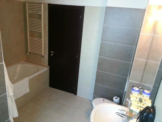 Hotel Paradis: Bathroom