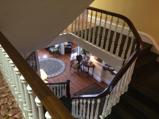 The Ocean House: View from2nd floor to foyer