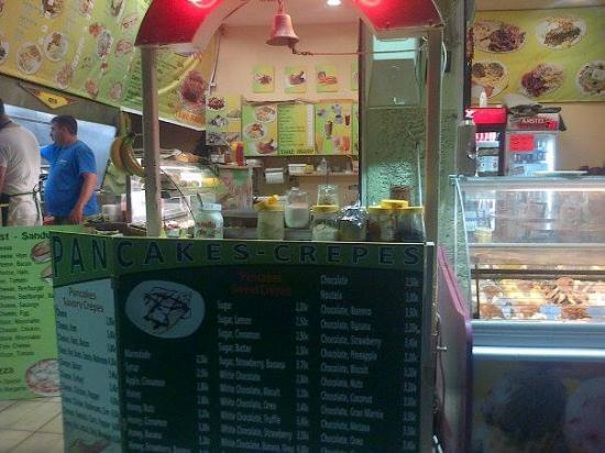 Cretan Family Restaurant : The shop front