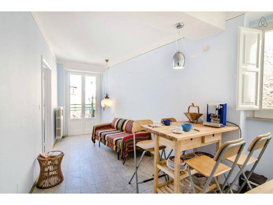 soggiorno pranzo bilocale celeste - Picture of Casa Farella B&B ...