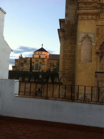 Hotel Los Patios: Vista desde una ventana lateral