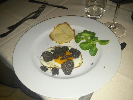 Agriturismo Il Casaletto: Uovo e tartufo nero pregiato