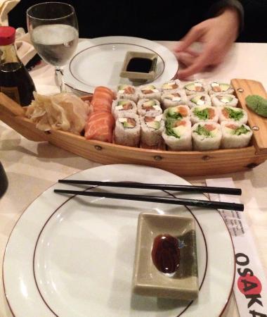 Osaka : Assortiment de californias et spring rolls