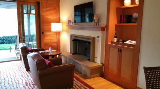 Rosewood CordeValle: Cozy Fireplace
