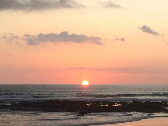 Latitude 10 Beachfront Resort: Sunset from the beach