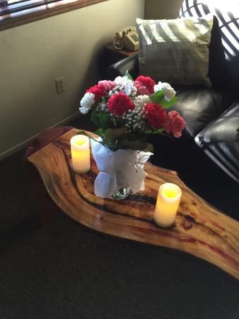 Sleepy Hollow Cabins and Hotel: Flowers and candles included in the romance package