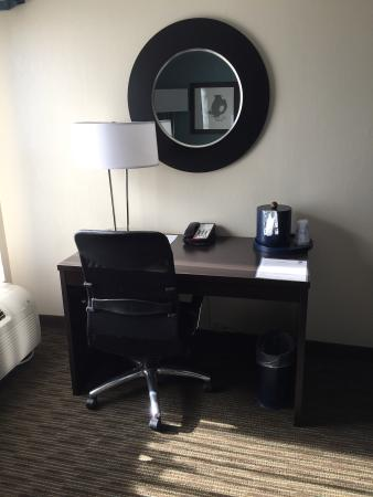 BEST WESTERN PLUS Tallahassee North Hotel: Desk area