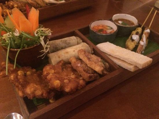 Malagor Fine Thai Cuisine: Mixed starter platter, delicious!!