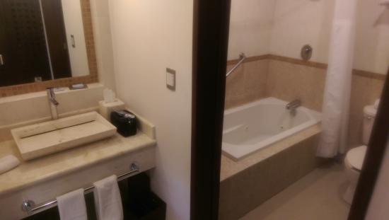 Wyndham Mérida: Bathroom
