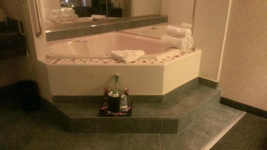 Best Western Airport Albuquerque Innsuites Hotel Suites Romance Package Jacuzzi Suite