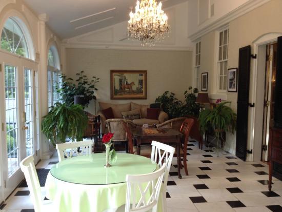 A Storybook Inn: Breakfast