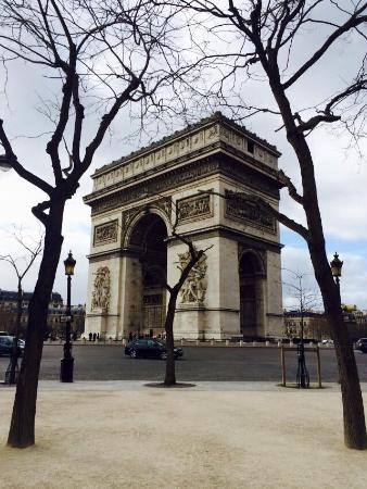 Garden Elysee Hotel: Arc de Triomphe