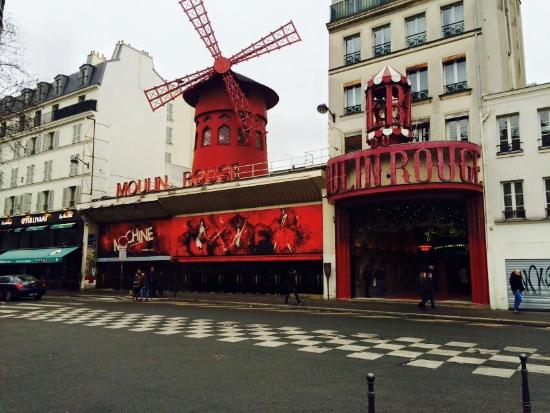 Garden Elysee Hotel: Moulin Rouge
