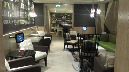 covent garden hotel london. Hub By Premier Inn London Covent Garden Hotel: Lobby Area Hotel E