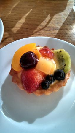 Gourmandise The Bakery: Mixed fruit tartlett