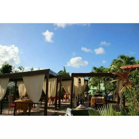 Nickys Restaurant & Bar : A beautiful day in paradise.