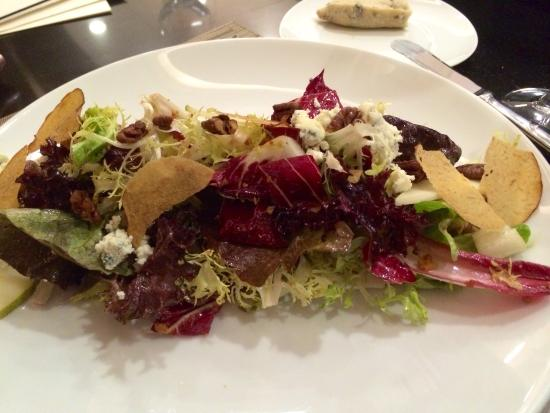 Chefs Club by Food & Wine: Amazing winter green salad!