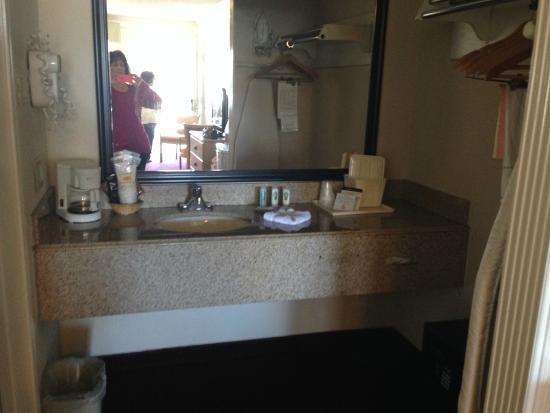 Quality Inn Marble Falls : Nice Bathroom Area