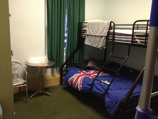 Adelaide's Shakespeare Backpackers International Hostel: Family Suite - Double Bunk Bed