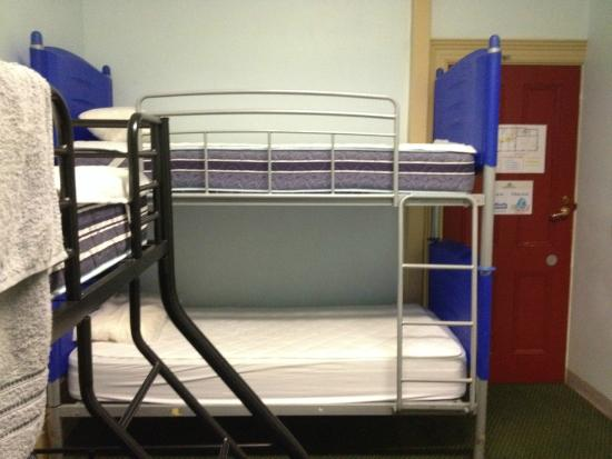 Adelaide's Shakespeare Backpackers International Hostel: Family Suite - Single Bunk Bed