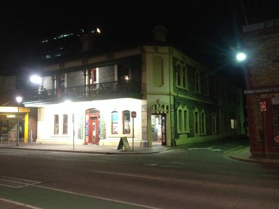 Adelaide's Shakespeare Backpackers International Hostel: Shakespeare Hotel - Outside