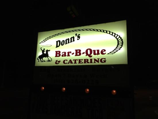 Donn's Bar-B-Que: Sign at night