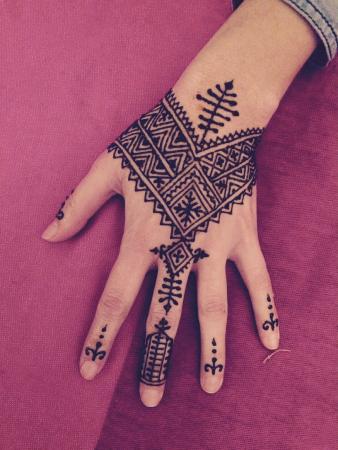 Marrakech Henna Art Cafe: Powerful henna design.