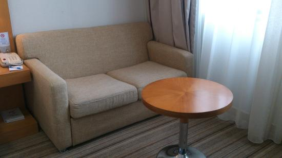 Holiday Inn Express Shenzhen Luohu: Sofa in Room