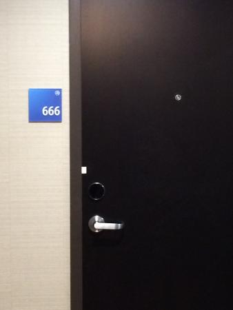 Holiday Inn Express Denver Downtown: 666 greeting off elevator