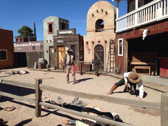 Landmark Lookout Lodge: Tombstone