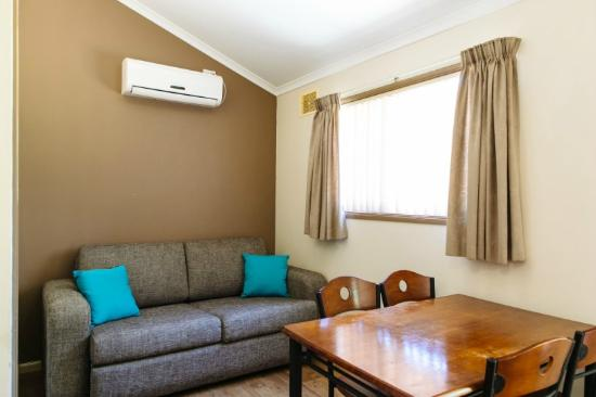 Albany Gardens Holiday Resort: Living/Dining Room