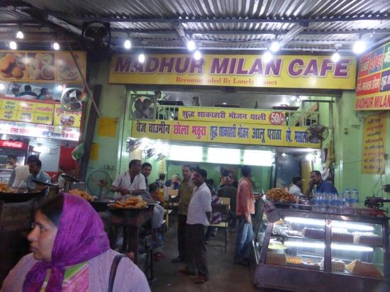 Madhur milan cafe for Hotel manin milano