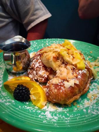 Four Sisters Cafe: Mango Stuffed French Toast