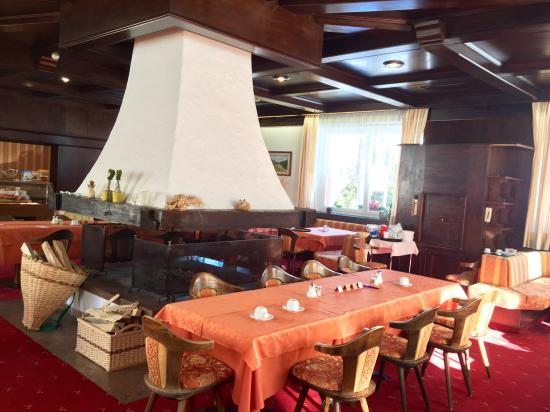Castel Latemar: Frühstück im Kamin Zimmer